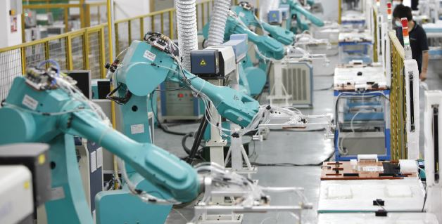 Foxconn a remplacé 60 000 opérateurs par des robots