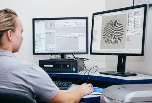 La Grande-Bretagne choisit le moteur de reconnaissance d'empreintes digitales d'Idemia