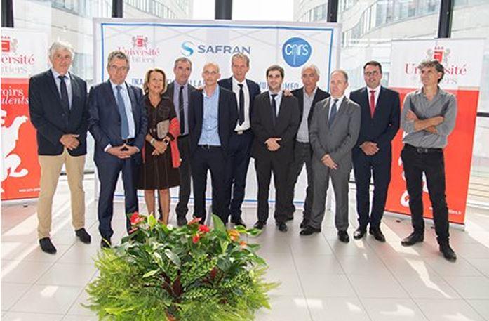 Safran, le CNRS et l'université de Poitiers créent un laboratoire de recherche en photonique