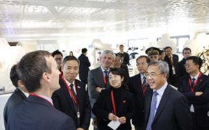 Le vice-Premier ministre chinois visite le CEA et le pôle microélectronique grenoblois