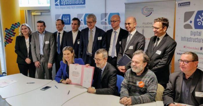 Signature du contrat du comité stratégique de filière « Infrastructures numériques »