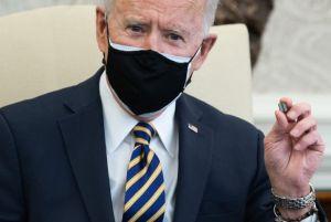Biden annonce plus de 50 milliards de dollars pour l'industrie américaine des semiconducteurs